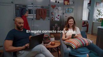Macy's TV Spot, 'El regalo correcto nos acerca: 20% menos extra' [Spanish] - Thumbnail 3