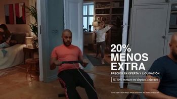 Macy's TV Spot, 'El regalo correcto nos acerca: 20% menos extra' [Spanish] - Thumbnail 5