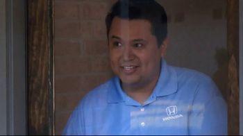 Honda TV Spot, 'Random Acts of Helpfulness: Pizza Delivery' [T2] - Thumbnail 3