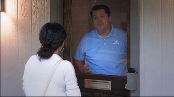 Honda TV Spot, 'Random Acts of Helpfulness: Pizza Delivery' [T2] - Thumbnail 4