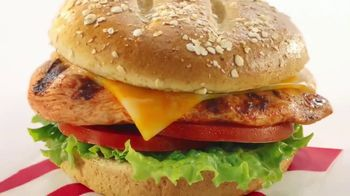 Chick-fil-A Grilled Spicy Deluxe TV Spot, 'Las pequeñas cosas: Jimena' [Spanish] - Thumbnail 5