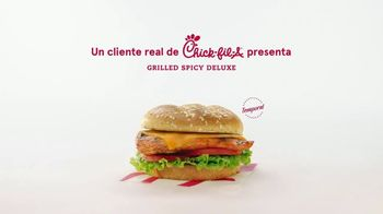 Chick-fil-A Grilled Spicy Deluxe TV Spot, 'Las pequeñas cosas: John' [Spanish] - Thumbnail 1