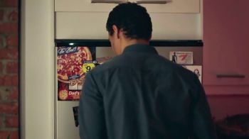 Coors Light TV Spot, 'Viernes por la noche siestas energéticas' canción de James Kaye [Spanish] - Thumbnail 4