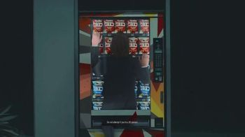 Doritos 3D Crunch TV Spot, 'Flat Matthew' Featuring Matthew McConaughey, Song by Queen - Thumbnail 7