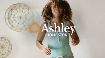 Ashley HomeStore Presidents Day Mattress Marathon TV Spot, '20% Off Glideaway' - Thumbnail 1