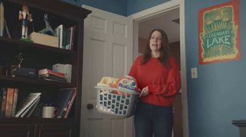 Tide Hygienic Clean Power Pods TV Spot, 'The Jason Alexander Hoodie' Song by Joey Scarbury - Thumbnail 1