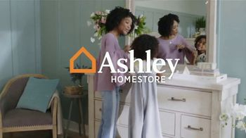 Ashley HomeStore Happy Holidays Sale TV Spot, 'Ends Friday: 0% for 72 Months' - Thumbnail 3