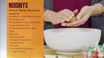 Hershey's Kisses TV Spot, 'Ion Television: Peanut Butter Blossoms' - Thumbnail 5