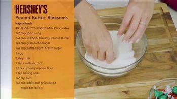 Hershey's Kisses TV Spot, 'Ion Television: Peanut Butter Blossoms' - Thumbnail 6