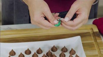 Hershey's Kisses TV Spot, 'Ion Television: Peanut Butter Blossoms' - Thumbnail 7