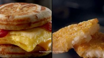 McDonald's $4 Bundle TV Spot, 'Morning Person: Sausage or Bacon, Egg, and Cheese McGriddle' - Thumbnail 7