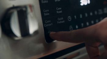 Frigidaire TV Spot, 'Air Fry in Your Oven: National Air Fry Day' - Thumbnail 4