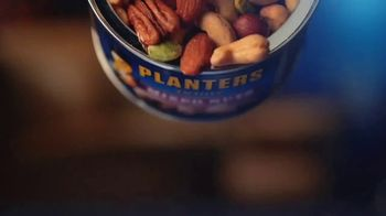 Planters Deluxe Mixed Nuts TV Spot, 'Satisfecho' [Spanish] - Thumbnail 1