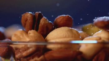 Planters Deluxe Mixed Nuts TV Spot, 'Satisfecho' [Spanish] - Thumbnail 4