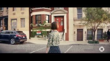 Chase Mobile App TV Spot, 'Logra más con lo que tiene' [Spanish] - Thumbnail 2
