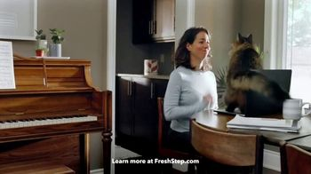 Fresh Step Clean Paws TV Spot, 'Cleaner Peets' - Thumbnail 2