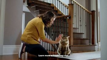 Fresh Step Clean Paws TV Spot, 'Cleaner Peets' - Thumbnail 5