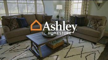 Ashley HomeStore Venta de Fin de Semana TV Spot, 'Enormes ahorros: cuatro años sin interés' [Spanish] - Thumbnail 1