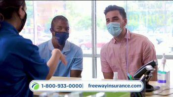 Freeway Insurance TV Spot, 'Piénsalo bien: está en tus manos' [Spanish] - Thumbnail 4