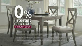 Ashley HomeStore Happy Holidays Sale TV Spot, 'Up to 40% Off and Special Financing' - Thumbnail 4