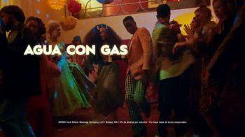 Truly Hard Seltzer TV Spot, 'Entradas' canción de Bomba Estéreo [Spanish] - Thumbnail 7