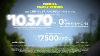 Chrysler Pacifica Family Pricing TV Spot, 'No Matter How You Parent' Featuring Kathryn Hahn [T2] - Thumbnail 8