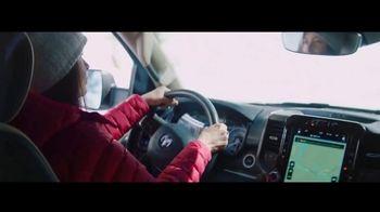 Ram Trucks Gran Fin de Año 2020 TV Spot, 'Abrir el camino' canción de Chris Stapleton [Spanish] [T2] - Thumbnail 2