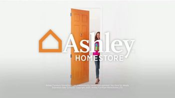 Ashley HomeStore Black Friday Sale TV Spot, 'Extended: Up to 50% Off and Doorbusters' - Thumbnail 8