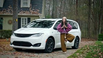 Chrysler TV Spot, 'No Matter How You Parent' Featuring Kathryn Hahn [T2] - Thumbnail 2