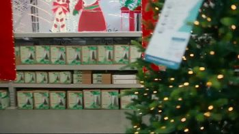 Lowe's TV Spot, 'Home for the Holidays: Joy to All' - Thumbnail 4