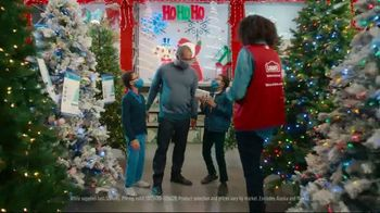 Lowe's TV Spot, 'Home for the Holidays: Joy to All' - Thumbnail 5