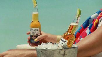 Corona Extra TV Spot, 'La buena vida' con Bad Bunny [Spanish] - Thumbnail 4