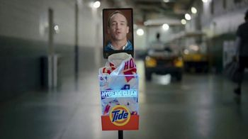 Tide Hygienic Clean TV Spot, 'On a Roll' Featuring Peyton Manning - Thumbnail 3