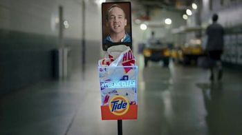 Tide Hygienic Clean TV Spot, 'On a Roll' Featuring Peyton Manning - Thumbnail 4