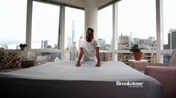 Brookstone Perfect Air Bed TV Spot, 'Contoured Comfort' - Thumbnail 6