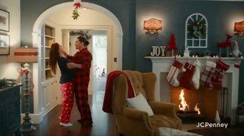 JCPenney TV Spot, 'Holidays: Joy To Everyone' - Thumbnail 2
