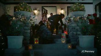 JCPenney TV Spot, 'Holidays: Joy To Everyone' - Thumbnail 4