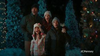 JCPenney TV Spot, 'Holidays: Joy To Everyone' - Thumbnail 6