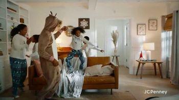 JCPenney TV Spot, 'Holidays: Joy To Everyone' - Thumbnail 7