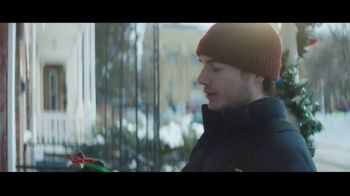 Hobby Lobby TV Spot, 'Christmas Is What You Make It: Neighbors' - Thumbnail 3