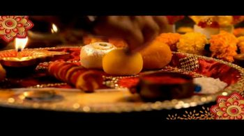 House of Spices Besan Gram Flour TV Spot, 'Diwali: Celebrate With Family' - Thumbnail 4