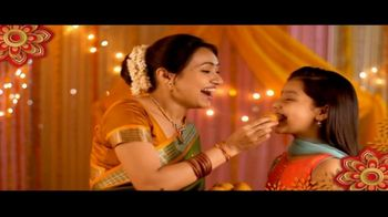 House of Spices Besan Gram Flour TV Spot, 'Diwali: Celebrate With Family' - Thumbnail 5