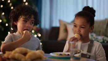 Pillsbury Crescents TV Spot, 'Holidays: Opening Gifts'