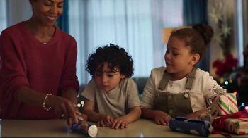 Pillsbury Crescents TV Spot, 'Holidays: Opening Gifts' - Thumbnail 6