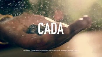 Corona Hard Seltzer TV Spot, 'Refrescante en cada lata' canción de Pete Rodriguez  [Spanish] - Thumbnail 5