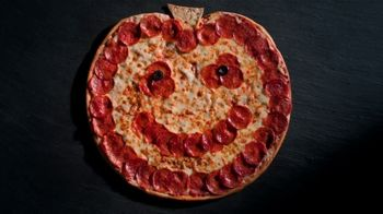 Papa John's Jack-O'-Lantern Pizza TV Spot, 'Tricks' - Thumbnail 4