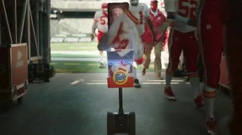 Tide TV Spot, 'First Clean Jersey Swap' Featuring Peyton Manning - Thumbnail 6