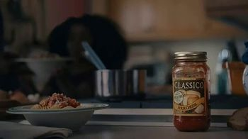 Classico Four Cheese Red Sauce TV Spot, 'Neighbor' - Thumbnail 10