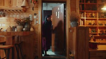 Airbnb TV Spot, 'Airbnb Hosts Ring Our Opening Bell' - Thumbnail 5
