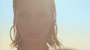 Versace Fragrances Dylan Blue TV Spot, 'Upside Down' Featuring Louis Baines, Bella Hadid - Thumbnail 5